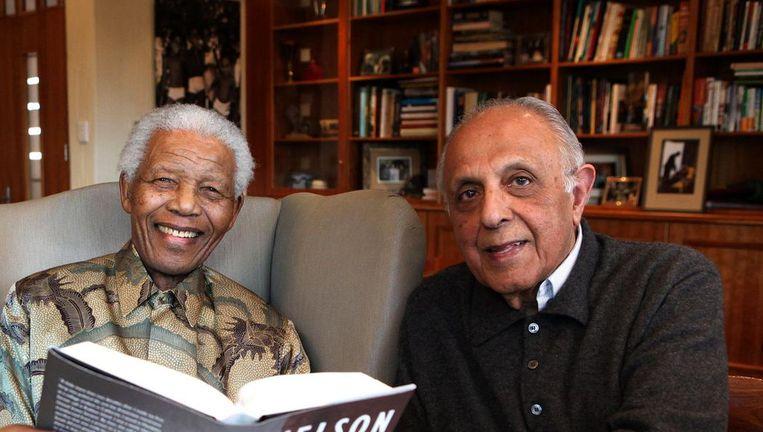 Nelson Mandela en Ahmed Kathrada. Beeld afp