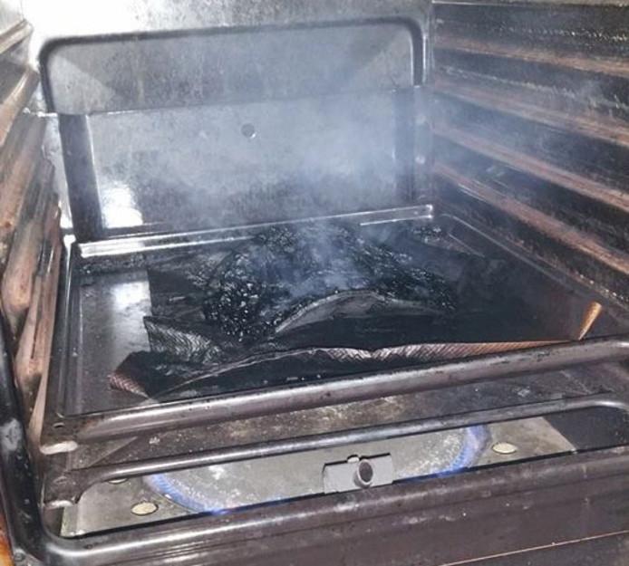 De vergeten pizza in de oven zorgde voor een flinke rookontwikkeling.