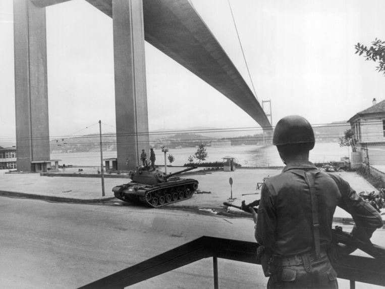 Soldaten in de straten van Istanbul, 1980.  Beeld Gamma-Keystone via Getty Images