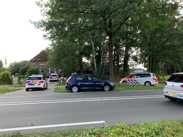 De politie was met meerdere voertuigen aanwezig