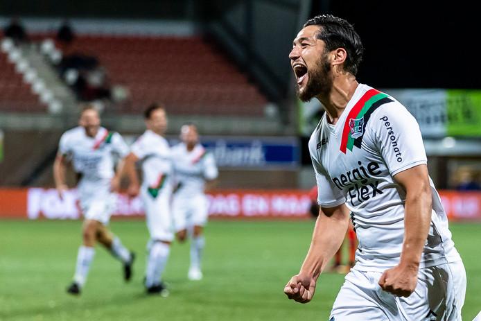 NEC-spits Anass Achahbar was goed voor twee goals tegen Helmond Sport.