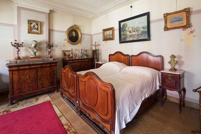 Honderd jaar niets aan veranderd. Zelfs het linnengoed in de kast komt nog uit die tijd. Het Mastboomhuis in Oud Gastel: een tijdmachine.