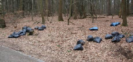 Berg en Dal: 26 zakken wietafval in de bosrand