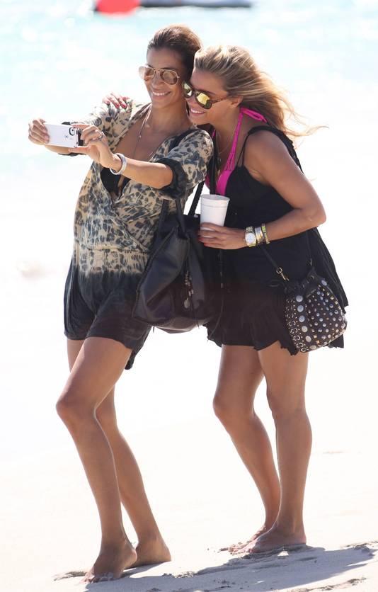 Touriya en Sylvie tijdens de 'uithuilvakantie in LA van La Meis'.