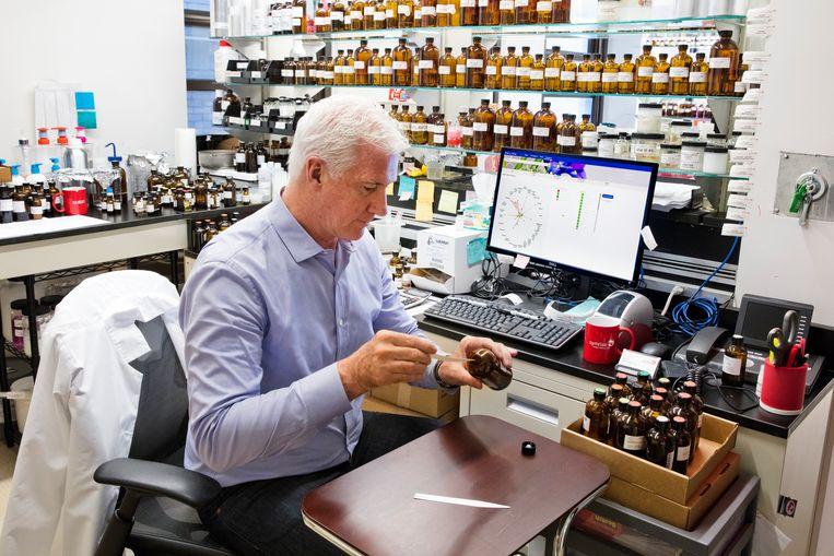 David Apel, oppergeurmeester (Vice President en Senior Perfumer) van Symrise, een Duits chemisch bedrijf dat geuren ontwikkelt. Beeld null