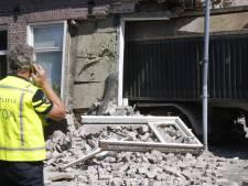 Trailer schiet los en rijdt huis binnen in Heeze, bewoner lichtgewond (video)