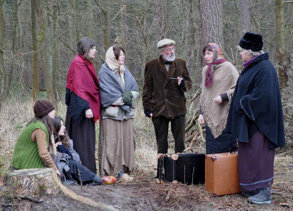 De scènes zijn gespeeld door acteurs uit de regio.
