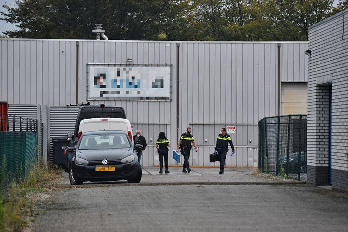 Politie-onderzoek bij een metaalbedrijf in Tilburg.
