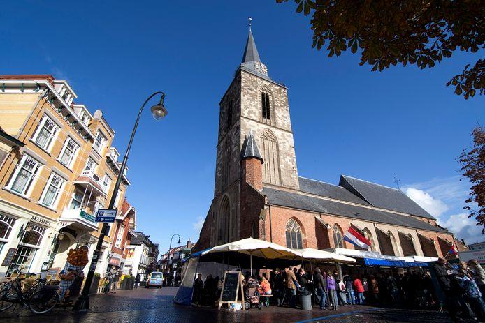 Het centrum van Winterswijk is nog volop in trek bij het winkelend publiek.