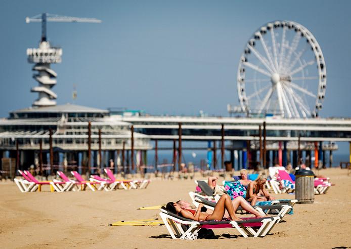 Het is warm, de droogte duurt voort en de stranden liggen vol.