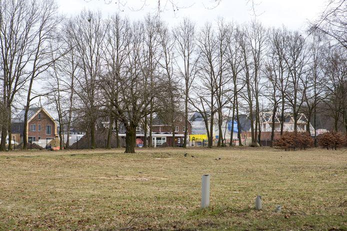 Op deze locatie aan de Thijsniederweg en Hunenveldlaan moet na de zomer van 2021 de eerste schop de grond in voor de bouw van het Noabershof Olnzl.