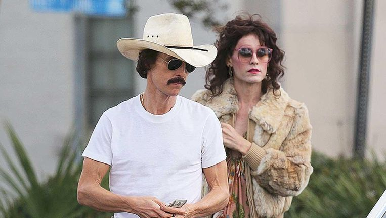 Matthew McConaughey (links) en Jared Leto in Dallas Buyers Club Beeld