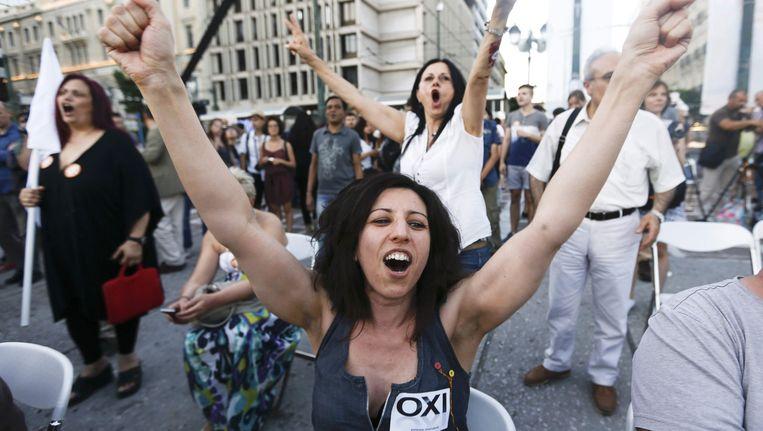 Nee-stemmers vieren feest in Athene. Beeld reuters