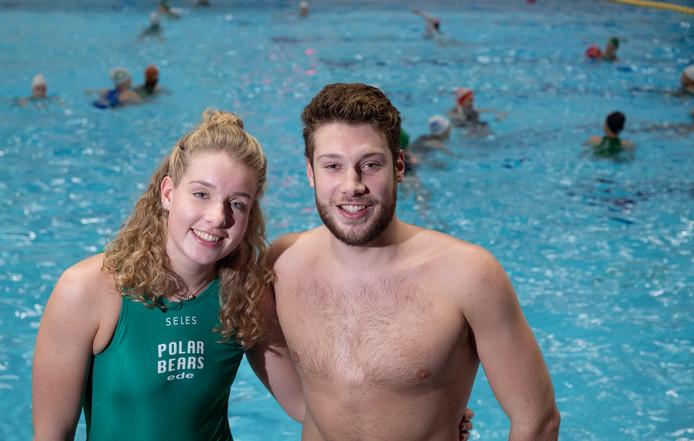 Storm Willemsen speelt bij de waterpoloërs van Polar Bears bij haar broer Sook in het team.