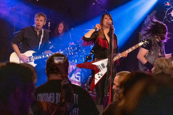 De band Dirty Denims tijdens Wonen in Rock in Tholen.