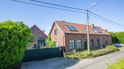 Honderden planten en 87 kilogram cannabis aangetroffen in hoeve in Vlezenbeek