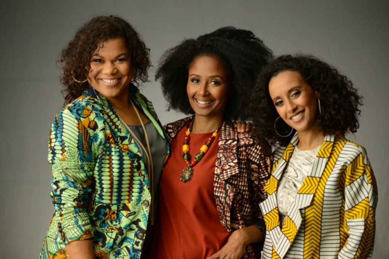 Anousha Nzume, Ebissé Rouw en Mariam el Maslouhi maken de podcast 'Dipsaus'.