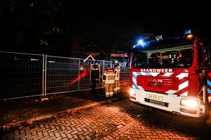 Het brandje woedde in een leegstaand schoolgebouw aan de Weversstraat.