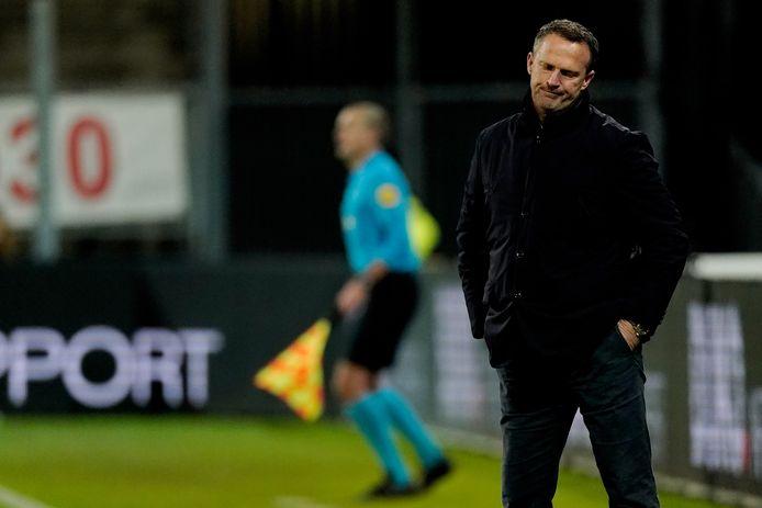 John van den Brom verloor met FC Utrecht de laatste twee competitiewedstrijden, tegen Ajax en AZ.
