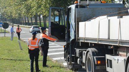 Politie controleert doorgaand zwaar vrachtverkeer
