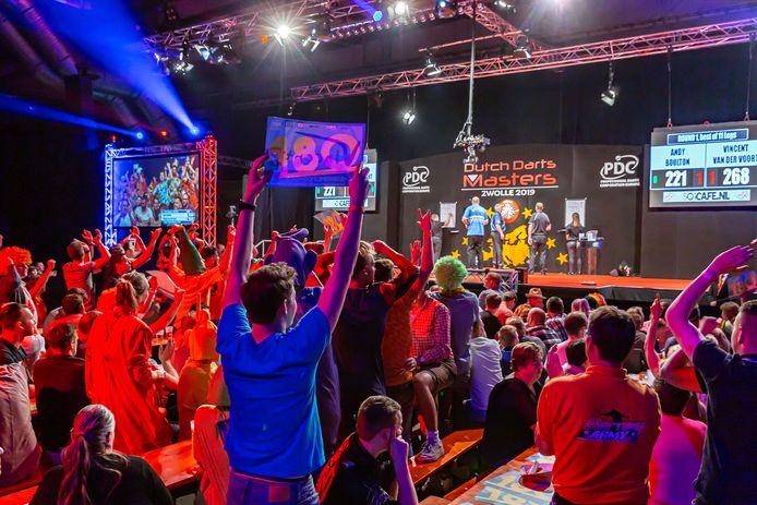 Zwolse dartsfans zagen eind mei nog alle wereldtoppers op het podium in Zwolle. In 2020 zullen ze daarvoor naar Leeuwarden moeten.