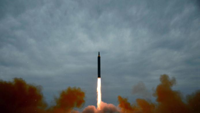 Lancering van de raket dinsdag, aldus het Noord-Koreaans staatpersbureau dat deze foto publiceert.