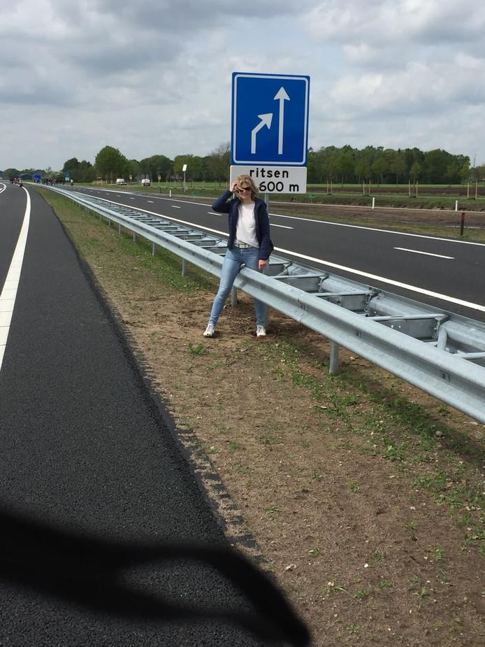 'Effe oversteken', stuurt Atty Hassink uit Boekelo als bijschrift mee met deze foto.