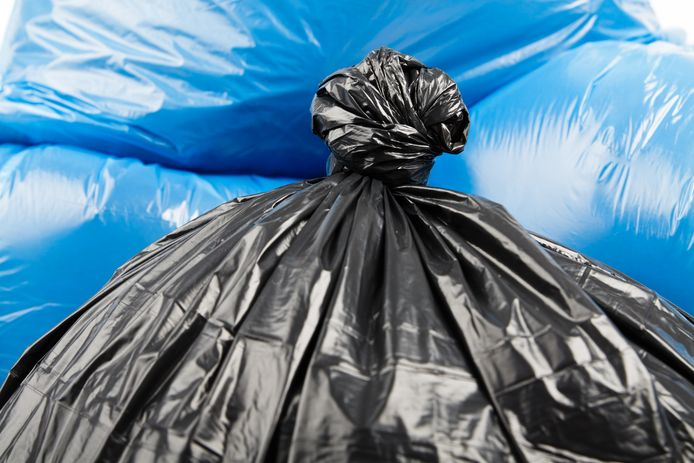 stockadr afval Black and blue garbage bags as background
