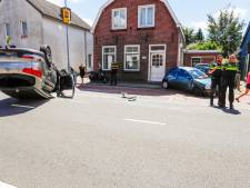 Auto slaat over de kop na aanrijding in Valkenswaard