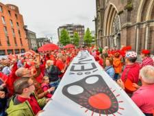 Demonstranten geven 'rood sein' tegen groei Eindhoven Airport