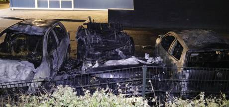 Drie auto's gaan in vlammen op in Plasmolen: mogelijk gerichte actie