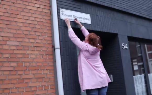 Linde wacht niet op een beslissing van het gemeentebestuur en voegt Marie Gevers alvast toe aan de straat die naar haar vader vernoemd is.