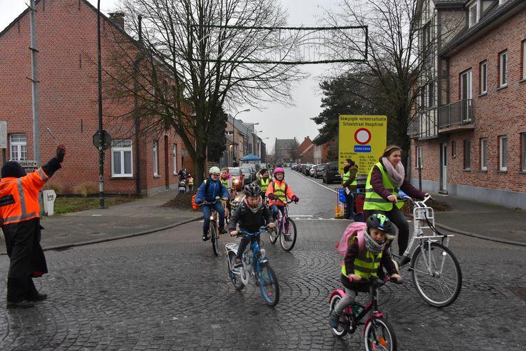 De Hoogstraat in Vlimmeren is een schoolstraat geworden.