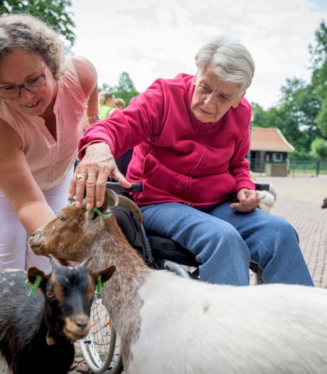 De Eschpoort neemt ouderen mee op pad in Enschede: klein gebaar met grote betekenis