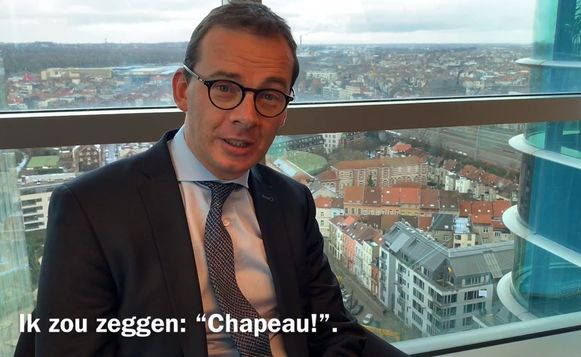 Wouter Beke feliciteert het Sint-Andriesziekenhuis met de hoge vaccinatiegraad.