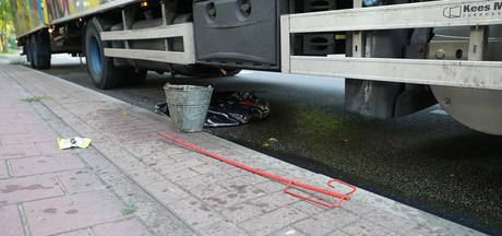 Pin doorboort dieseltank vrachtwagen in Deventer