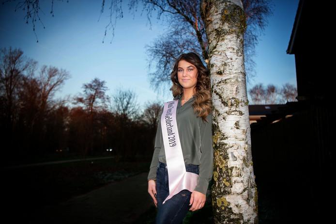 Isabeau Smits wil eind maart Gelders mooiste tiener worden; en daarna voor de landelijke titel gaan.