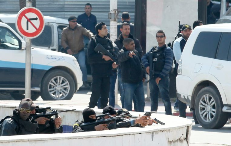 Tunesische politie tijdens de gijzeling Beeld reuters
