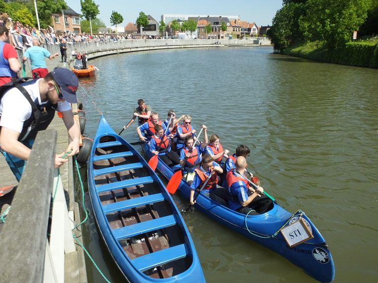 De zestiende interscholen regatta in Deinze.