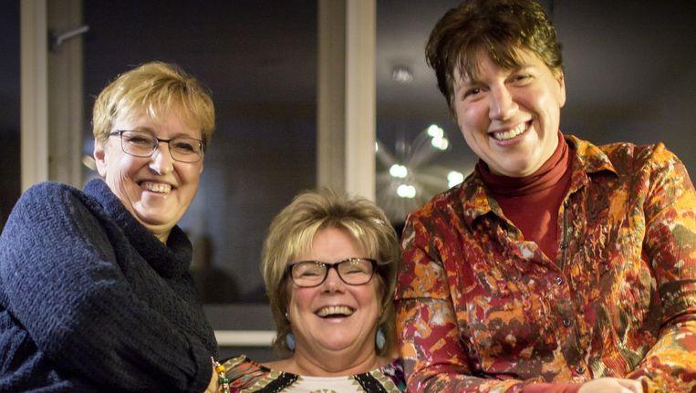 De drie werknemers van TSN thuiszorg: Annet vd Laar (links), Marita Swan (midden) en Petra Olyerhoek (rechts). Beeld Julius Schrank / de Volkskrant