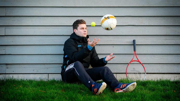 Wouter Swart zit op de HALO in Den Haag, waar hij zich met vele sporten bezighoudt.