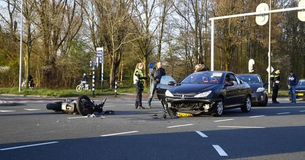 Motorrijder gewond bij aanrijding Zwartewaterallee Zwolle.