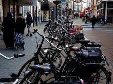 'Fietscoaches' wijzen fietsers in Leidsche Rijn Centrum  op nieuwe coronamaatregelen