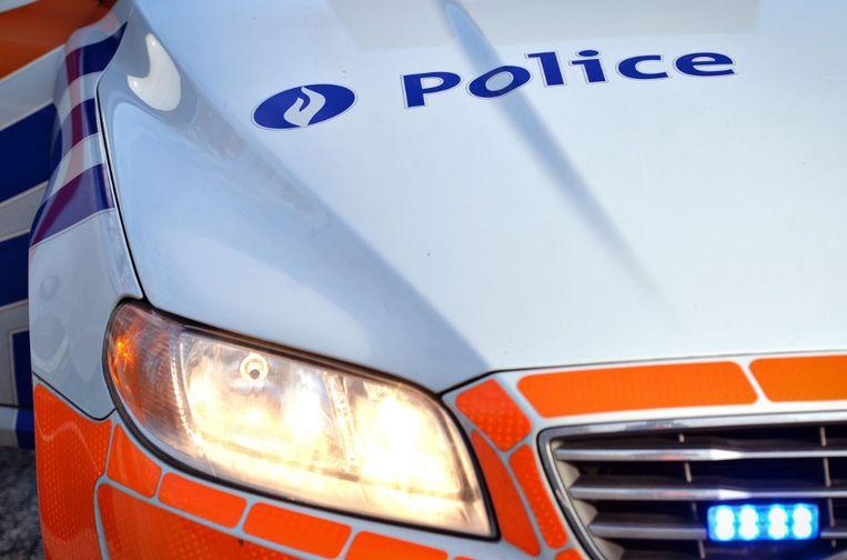 Tijdens de achtervolging ramde de jongeman verschillende politievoertuigen.