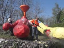 Van blauw, naar geel en nu weer rood: Trechterman wordt schoongemaakt