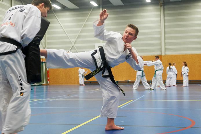 Stef van den Berk tijdens de training in Berghem.