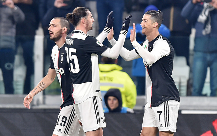Cristiano Ronaldo viert zijn goal.
