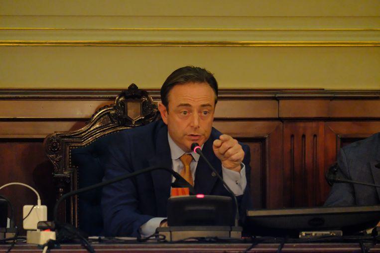 Bart De Wever mispakte zich even aan de zwangerschap van zijn partijgenote Sanne Descamps.