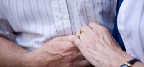 Face aux restrictions, un couple de sexagénaires se marie sur la frontière suédo-norvégienne