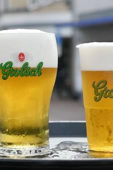 Boeskool bewijst: meer bier in plastic beker dan in een glas